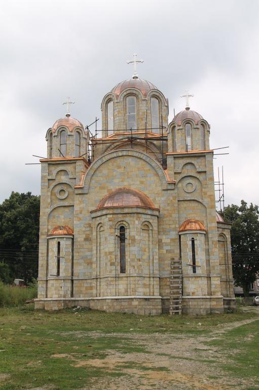 novi-hram-u-aleksandrovcu-1