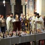 Епископ Давид на Задушнице служио свету Литургију у Саборној цркви у Крушевцу